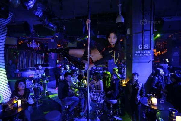 Gái trẻ Trung Quốc đổ xô đi học múa cột - 4