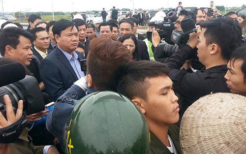 Bộ trưởng Thăng đe cách chức Tổng GĐ, xin lỗi nông dân Nội Bài - 1
