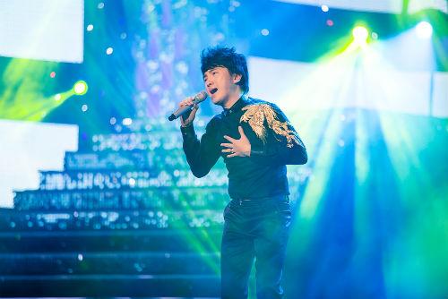 Khán giả hò hét yêu cầu Chế Linh hát tiếp - 4