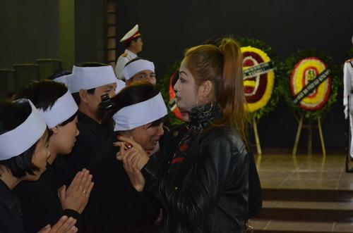 Thép rơi chết người: Gia đình khóc ngất trong lễ viếng - 11