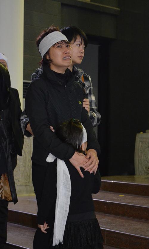 Thép rơi chết người: Gia đình khóc ngất trong lễ viếng - 4