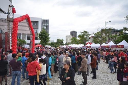 Hàng ngàn người tham dự Vinschool Book Fair 2014 - 6