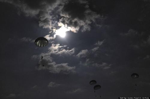 Lính dù Mỹ sẵn sàng đổ bộ tiêu diệt IS (Kỳ 1) - 1