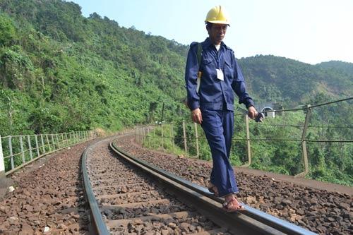 Trên cung đường sắt nguy hiểm bậc nhất Đông Dương - 12