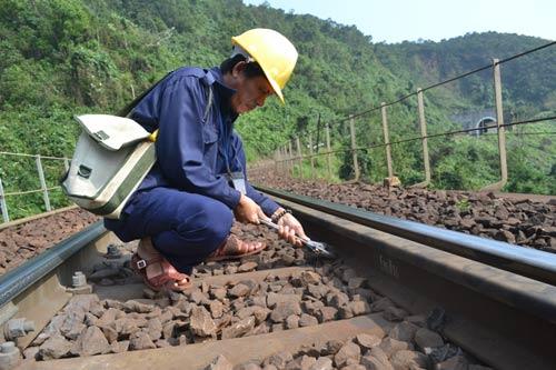 Trên cung đường sắt nguy hiểm bậc nhất Đông Dương - 13