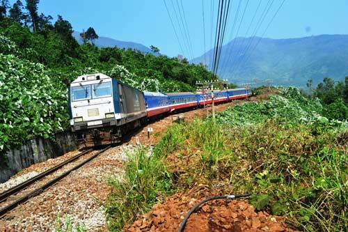 Trên cung đường sắt nguy hiểm bậc nhất Đông Dương - 3
