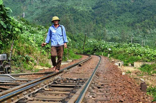 Trên cung đường sắt nguy hiểm bậc nhất Đông Dương - 4