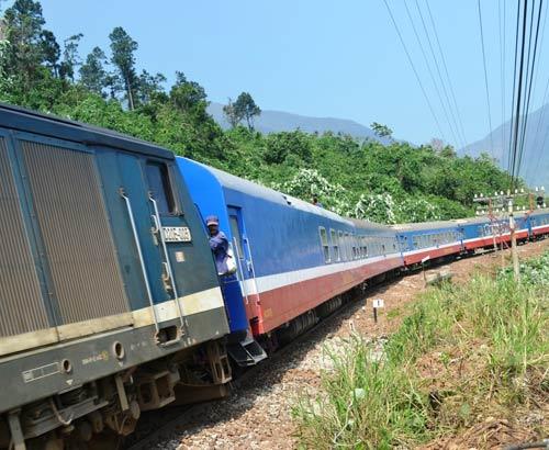Trên cung đường sắt nguy hiểm bậc nhất Đông Dương - 7