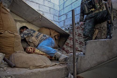 Hình ảnh chân thực về cuộc chiến chống IS tại Kobani - 4
