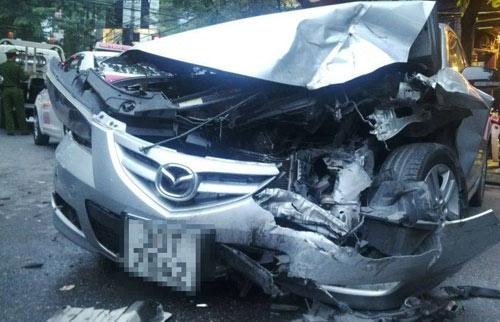 Hà Nội: Xe điên đâm liên hoàn, 5 ô tô hư hỏng nặng - 4