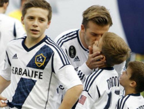 Vượt mặt M.U, Arsenal chiêu mộ thành công cậu cả nhà Beckham - 1