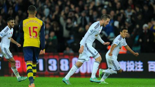 Swansea - Arsenal: 3 phút và 2 gáo nước lạnh - 1