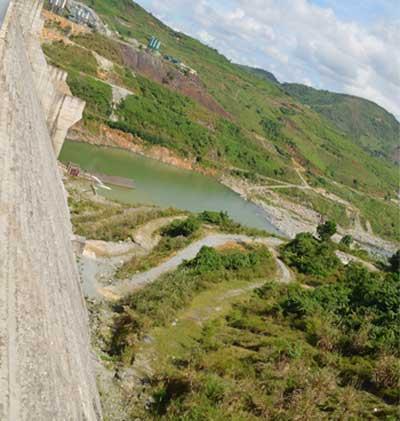 Một HS rơi xuống đập thủy điện Sông Tranh 2 tử vong - 1