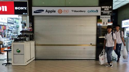 """Chủ cửa hàng lừa người Việt mua iPhone bị trừng phạt """"quá tay"""" - 3"""