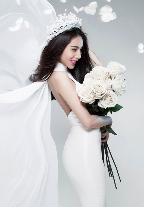 Thủy Tiên tung ảnh cô dâu úp mở đám cưới - 1
