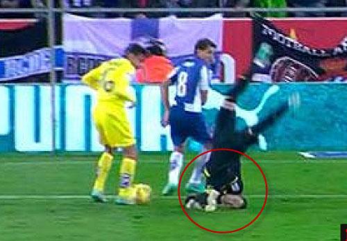 Ngã gãy cổ, thủ môn Villarreal vẫn chơi hết trận - 1