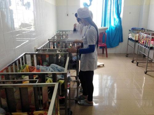 Cháy khoa nhi bệnh viện, sơ tán trẻ trong đêm - 1