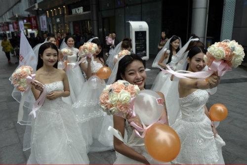 """Cuộc đua maraton của các """"cô dâu độc thân"""" - 2"""