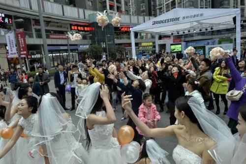 """Cuộc đua maraton của các """"cô dâu độc thân"""" - 3"""