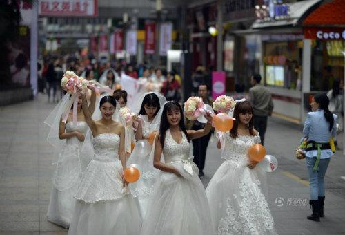 """Cuộc đua maraton của các """"cô dâu độc thân"""" - 7"""