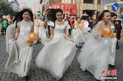 """Cuộc đua maraton của các """"cô dâu độc thân"""" - 9"""