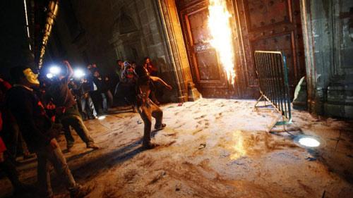 Mexico: Dân nổi loạn đốt dinh Quốc gia - 2