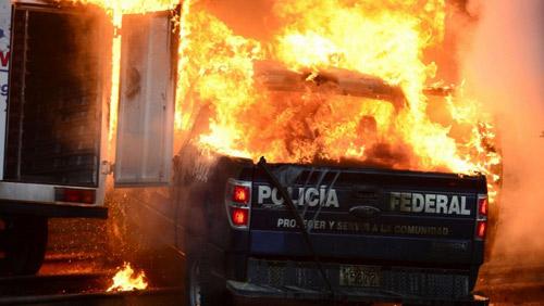 Mexico: Dân nổi loạn đốt dinh Quốc gia - 3