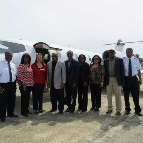 Bahamas: Máy bay đâm cần cẩu, vợ chồng mục sư tử nạn - 1