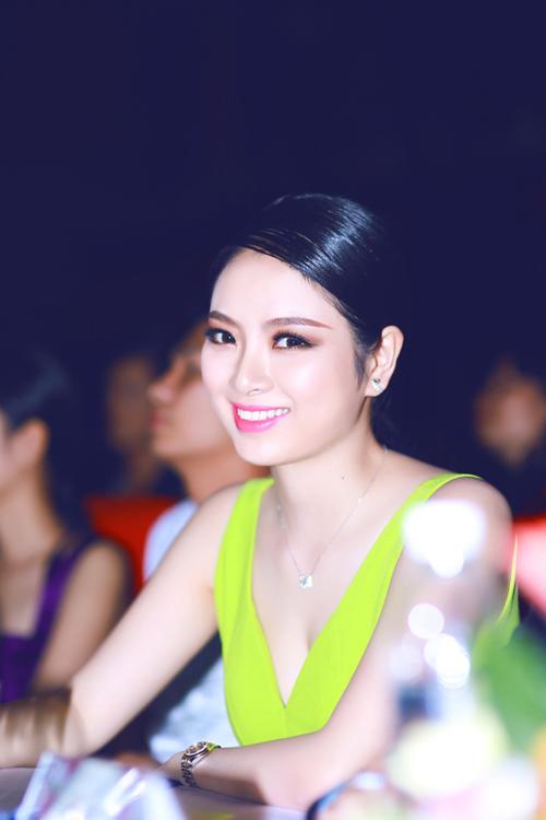 """""""Hoa hậu tóc dài"""" nhất Việt Nam ngày càng kiều diễm - 2"""
