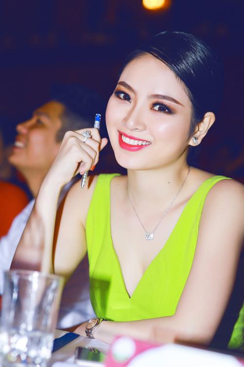 """""""Hoa hậu tóc dài"""" nhất Việt Nam ngày càng kiều diễm - 3"""