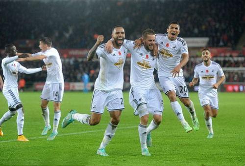 Thua ngược Swansea, HLV Wenger tung cờ trắng đầu hàng - 1
