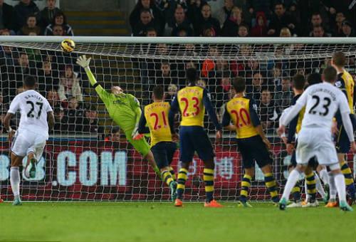 Thua ngược Swansea, HLV Wenger tung cờ trắng đầu hàng - 3