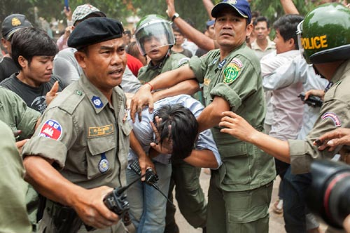 Campuchia: Giải cứu 10 người Việt bị bắt cóc, tra tấn - 1