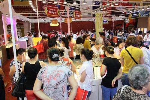 Thành công của DOJI tại hội chợ VIJF 2014 - 2