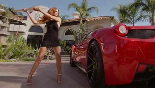Người đẹp đập nát siêu xe Ferrari vì… bạn trai cặp bồ - 1