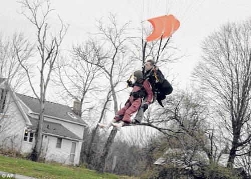 Cụ bà 100 tuổi nhảy dù mạo hiểm mừng sinh nhật - 5
