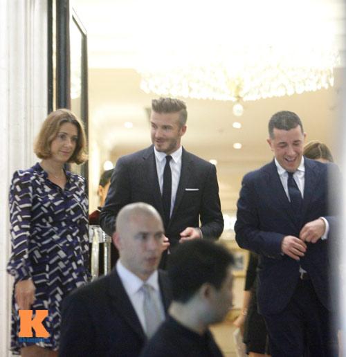 """Beckham """"lịch lãm"""" trong vòng vây fan Hà Nội - 12"""