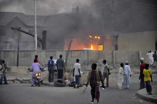 Nigeria: Đóng giả học sinh vào trường đánh bom tự sát - 1