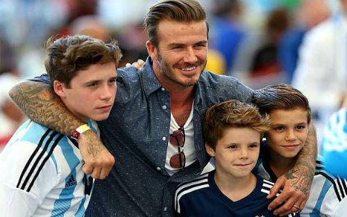 Nhà Beckham: Bố siêu sao, con hứa hẹn là Pháo thủ tài ba - 2