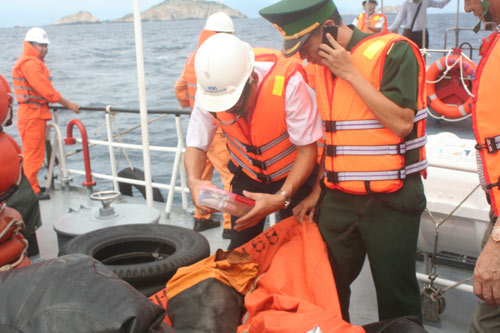 2 tàu hàng va nhau: Không thuyền viên nào bám được phao - 1