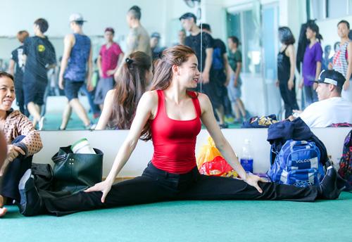 Hà Hồ khoe mặt mộc, dáng chuẩn bên vũ công quốc tế - 12