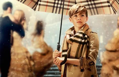 12 tuổi, con trai Beckham thu tiền tỷ nhờ làm mẫu - 2