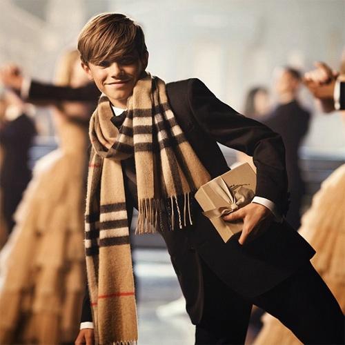 12 tuổi, con trai Beckham thu tiền tỷ nhờ làm mẫu - 3