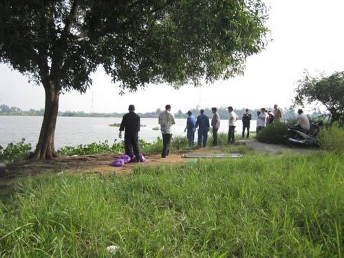 TPHCM: Vứt cần bỏ chạy vì phát hiện xác người trên sông - 1