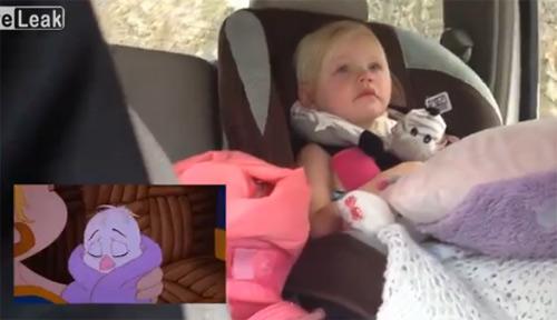 Bé gái khóc khi xem phim hoạt hình cảm động