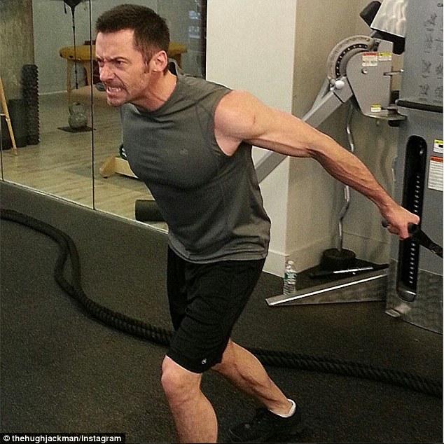 """""""Người Sói"""" tập gym lấy lại phong độ - 1"""