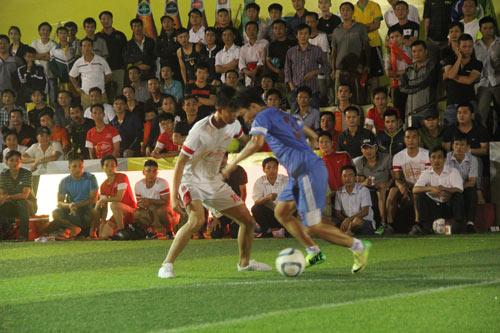 Giải bóng đá Cúp Bia Sài Gòn 2014: Chen chân xem bóng đá - 1