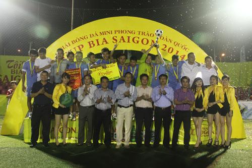 Giải bóng đá Cúp Bia Sài Gòn 2014: Chen chân xem bóng đá - 3