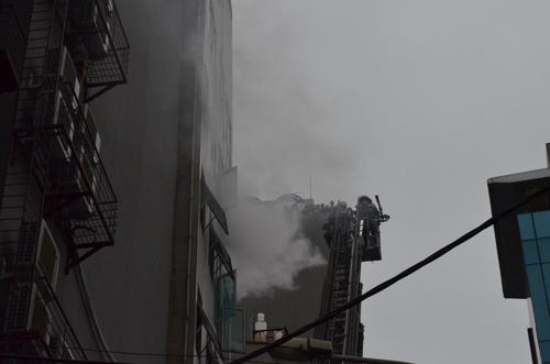 HN: Cháy quán karaoke, nhân viên bỏ chạy náo loạn - 2