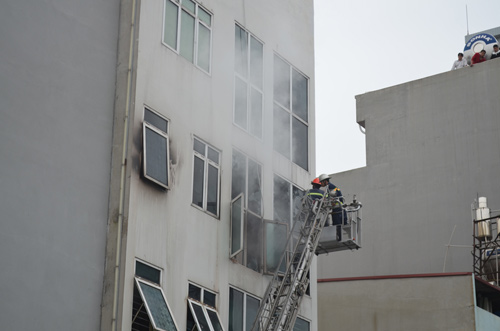 HN: Cháy quán karaoke, nhân viên bỏ chạy náo loạn - 5